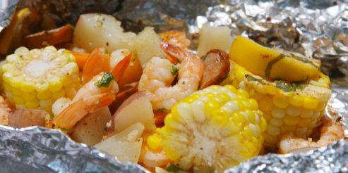 landscape-1464723110-shrimp-boil-foil-pack-002